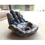 """Pot """"sculpture"""" en forme de main série """"offrande"""", pour plante succulente ou d'acccompagnement"""