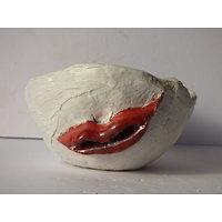 Coupe pour Ikebana, ou décoration avec lèvres rouge
